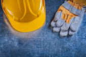 Building helmet and protective working gloves — Stock Photo