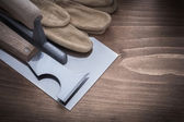 Knife, plastering trowel and safety gloves — Stock Photo