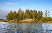 Little rock island and  calm waves in Baltic sea — Foto Stock