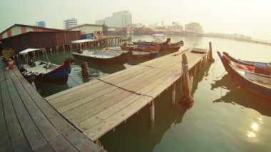 Video FullHD - Boats near the old wooden pier. Malaysia, Penang, Georgetown — Stock Video