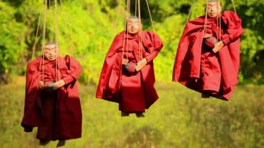 Video 1920x1080 - Marionettes - images of Buddhist monks. Inle Lake, Myanmar — Stock Video