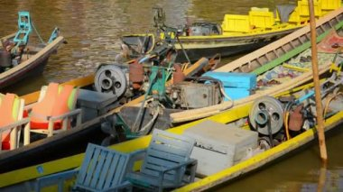 Video 1080p - Empty motorboats near the shore. Inle Lake, Myanmar — Stock Video