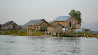 1920x1080 video - Wooden buildings over the water of the lake. Myanmar — Stock Video