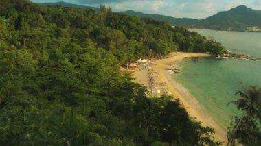 Dei 1080p - laem sing beach, isola di phuket, Thailandia. vista dalla collina — Video Stock