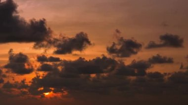 Video 1080p - The sun sets in the cloud. Timelapse in orange tones — Stock Video