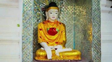 1080p 视频-美丽的雕像,在一座佛教寺庙。缅甸仰光 — 图库视频影像
