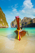 Traditional long tail boat, Thailand Phi-Phi island. — Foto Stock