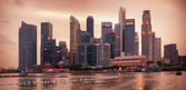 SINGAPORE - 01 JAN 2014: evening skyline view of the skyscrapers — Stock Photo