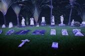 SINGAPORE - 31 DEC 2013: Ancient headstones mark graves at this  — Zdjęcie stockowe