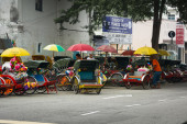 MALAYSIA, PENANG, GEORGETOWN - CIRCA JUL 2014: Cycle rickshaws o — Stock Photo