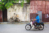 MALAYSIA, PENANG, GEORGETOWN - CIRCA JUL 2014: Real bicycle juxt — Stock Photo