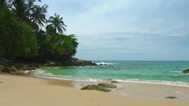 Phuket. Thailand. Normal beach where no tourist crowds — Stock Video