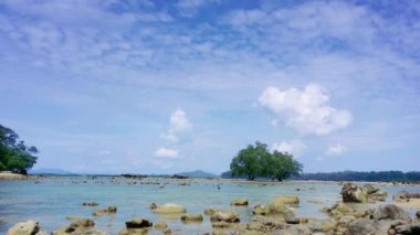 Tropical Thai Beach at Low Tide — Stock Video