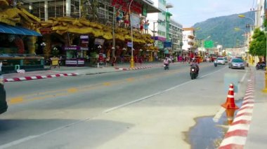 PATONG. PHUKET. THAILAND - CIRCA NOV 2014: Light traffic on the road between Banzaan Public Market and the Muay Thai boxing stadium in Patong. Phuket. Thailand. Asia — Stock Video
