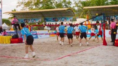 PATONG. PHUKET. THAILAND - 17 NOV 2014:  Iran takes on Korea in a Sepak Takraw match during the Asian Beach Games in Phuket. Thailand. Asia. in November 17. 2014 — Stock Video