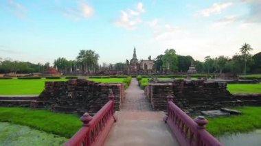 Approaching a Temple Ruin in Sukhothai. Thailand in Timelapse — Stock Video