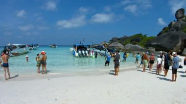 Tourists Arriving at a Tropical Beach in Thailand's Protected Similan Islands — Stock Video