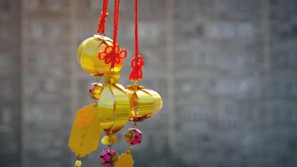 Gold-Colored. Asian Lantern-Style Ornaments Blowing in the Breeze — Vídeo de stock