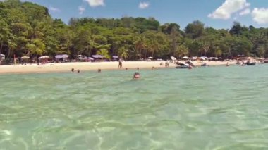 Tourists swimming and playing in the warm tropical waters of the Andaman Sea at this beautiful. sandy beach in Phuket. Thailand. — Stock Video