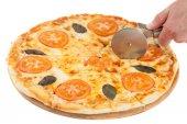 Taglio di pizza isolato su bianco — Foto Stock