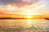 Tagus river and  bridge — Stock Photo