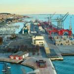 Haven en industriële haven van Lissabon — Stockfoto #77923916