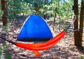 Camping tent in het forest — Stockfoto
