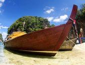 Tropisch strand, longtail boten — Stockfoto