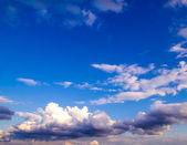蓝色的天空背景 — 图库照片