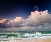 Tropical seaunder the  sky — Stock Photo