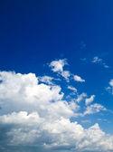 Hemelachtergrond met wolken — Stockfoto