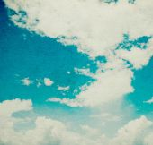 Blauer himmel mit wolken — Stockfoto