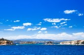 Tropical sea under  blue sky — Stock Photo