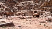 Red rock formations in Petra — Stock Photo