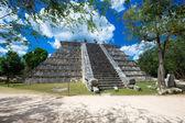 Mayan pyramid in Chichen Itza  — Stock Photo