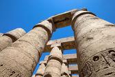 Spalten, die in Hieroglyphen, Karnak abgedeckt — Stockfoto