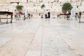 Worshipers pray at Wailing Wall , Israel — Stock Photo