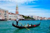 Beautiful view of traditional Gondola on Canal Grande with San G — Stock Photo