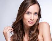 Beautiful Brunette Woman Portrait with healthy Hair.Clear Fresh — Stock Photo