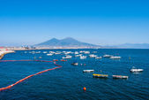 The Gulf of Naples is bordered on the north by the city of Naple — Stockfoto