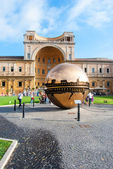 VATICAN - AUGUST 26: Modern installation Sphere within Sphere by Arnaldo Pomodoro in Belvedere Courtyard on August 26, 2014, Vatican. Versions of the sculpture can be seen in many settings worldwide. — 图库照片