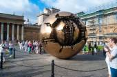 VATICAN - AUGUST 26: Modern installation Sphere within Sphere by Arnaldo Pomodoro in Belvedere Courtyard on August 26, 2014, Vatican. Versions of the sculpture can be seen in many settings worldwide. — Foto de Stock