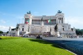 ROME - AUGUST 25: memorial Vittoriano with unidentified people o — Photo