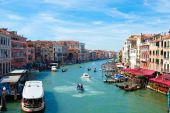 VENICE, ITALY - August 30, 2014:Beautiful view of famous Grand Canal in Venice, Italy — Stock fotografie