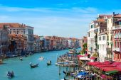 VENICE, ITALY - August 30, 2014:Beautiful view of famous Grand Canal in Venice, Italy — Stockfoto