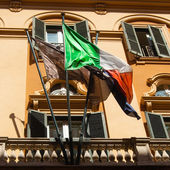 Vintage retro looking Italian flag on a old balcony with grunge  — Stockfoto