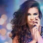 Beautiful woman with evening make-up. Jewelry and Beauty. Fashion photo — Stock Photo