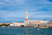 Doge's palace and Campanile on Piazza di San Marco, Venice, Italy — Foto de Stock