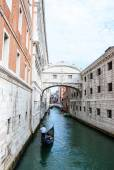The Bridge of Sighs in Venice Italy passes over the Rio de Palazzo and connects the new prison to the old prison and interrogation rooms within the Doge's Palace. — Stock Photo