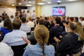 Audience listens to acting — Stock Photo
